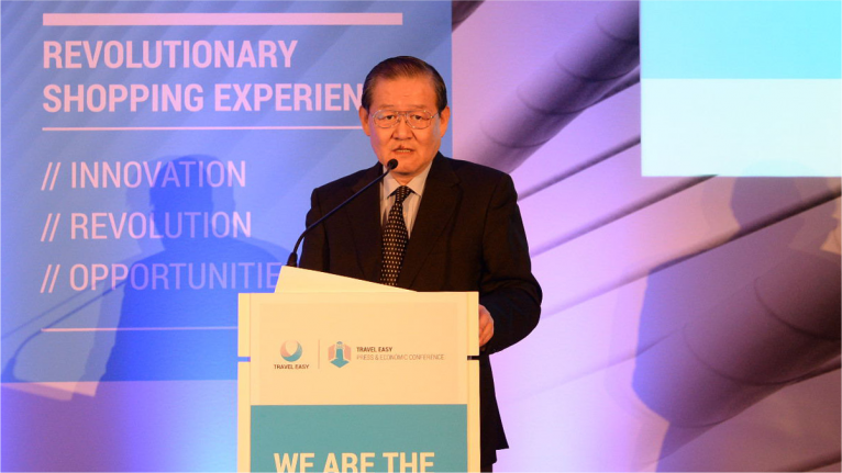 Ren Jun, the president of CAISSA, gave a speech at the press and economic conference
